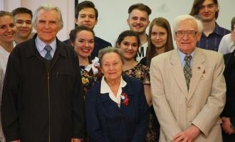 Студенты ФМП поздравили ветеранов